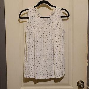 Ladied sleeveless blouse